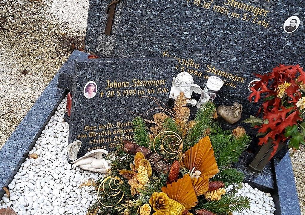 Schriftplatten Grab Mondsee Meindl Steinmetz (5)
