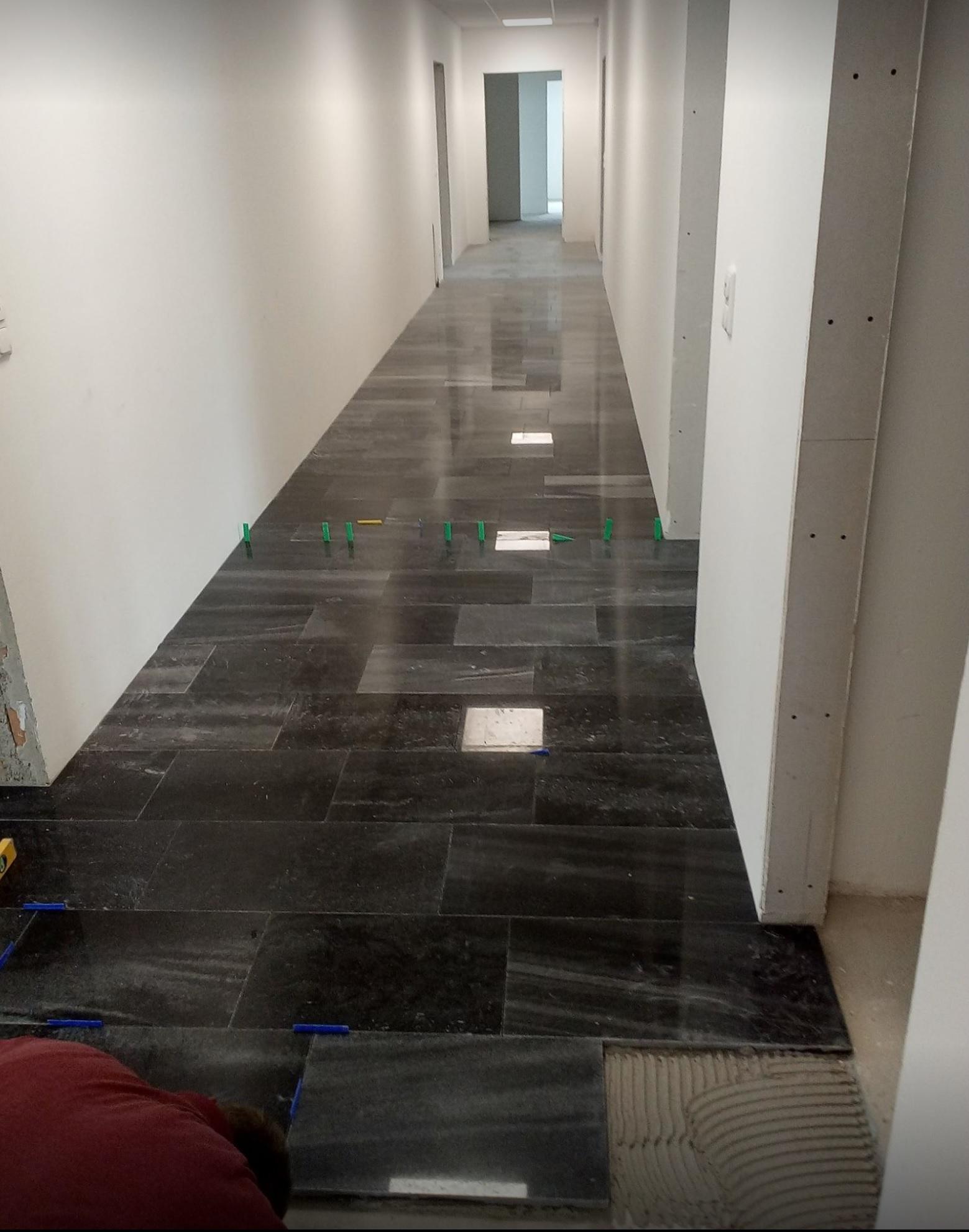 Bodenbelag aus Wachauer Marmor poliert
